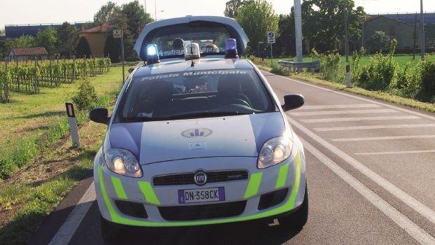 Fermata a Savignano sull'auto con targa estera, stangata 40enne