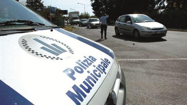 Rimini, si dà alla fuga dopo l'incidente: scoperta e denunciata