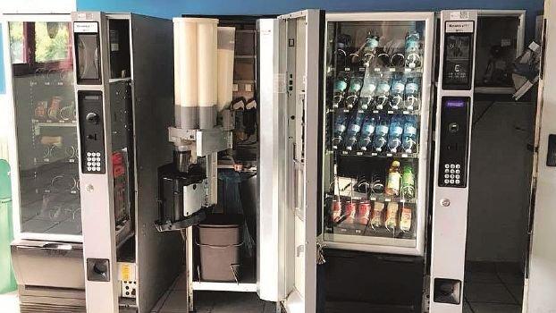 Ravenna, niente bevande dagli apparecchi automatici senza personale