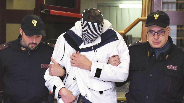 Atti sessuali con l'allieva 15enne, il giudice di Rimini dà l'ok a due anni: pena sospesa
