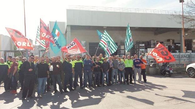 Bertinoro, sciopero per il contratto alla Fustelpack Smurfit Kappa