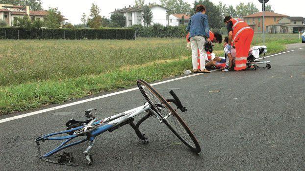 Faenza, giovane avvocato travolto in bici