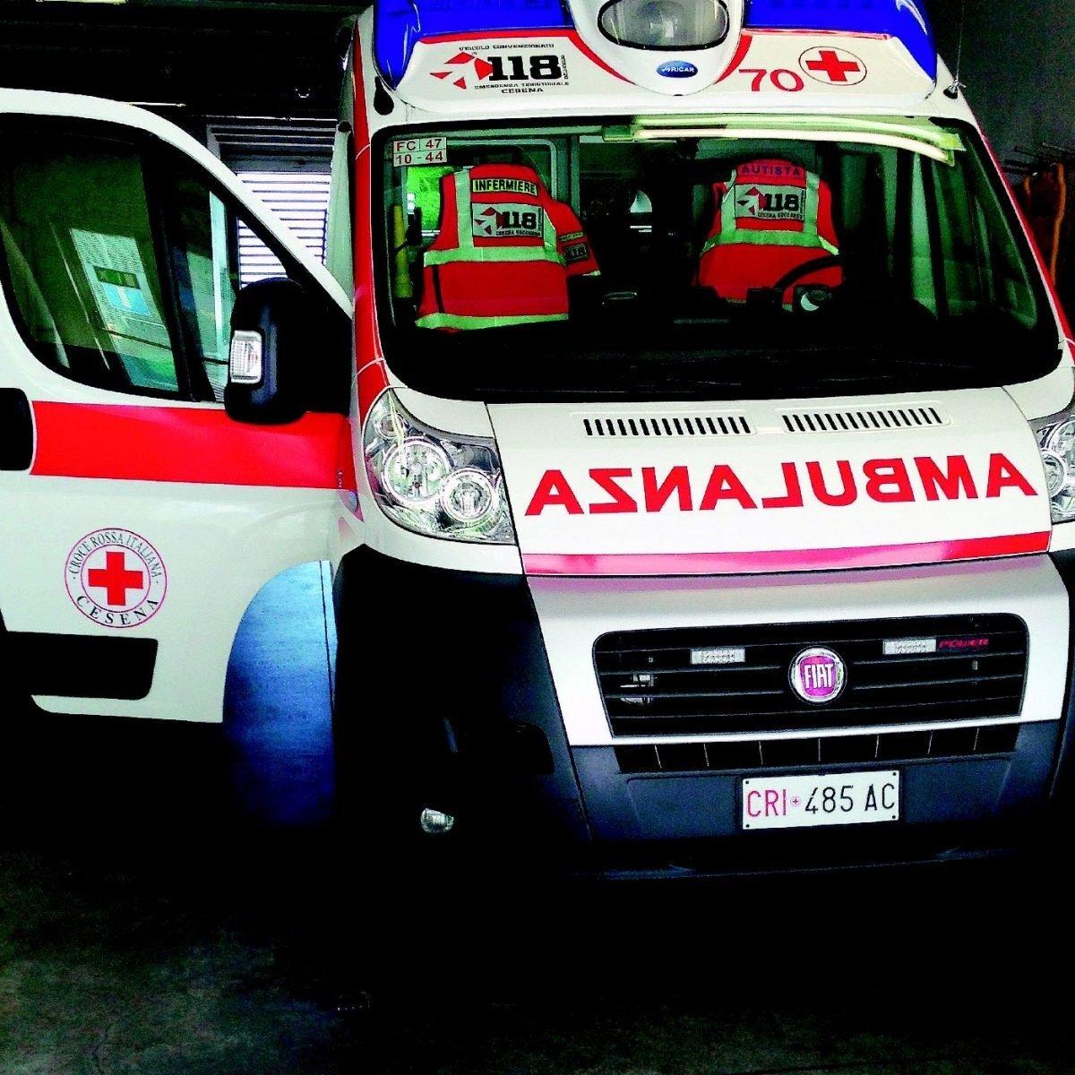 Vestiti impigliati nel macchinario rotante, 73enne muore soffocato a Galeata