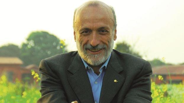Carlo Petrini torna in Romagna: parlerà di cibo, ecologia e comunità