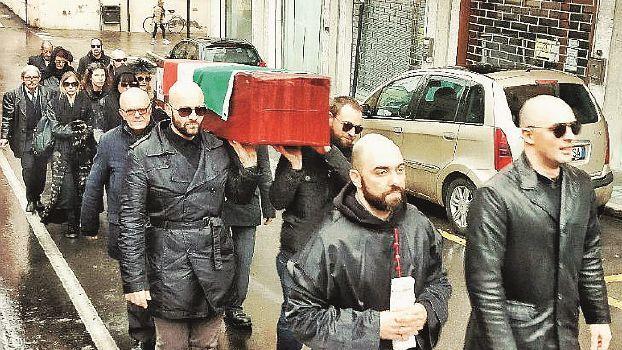 """Per il """"funerale"""" all'unione civile a Cesena ritinteggerà sede Arcigay"""