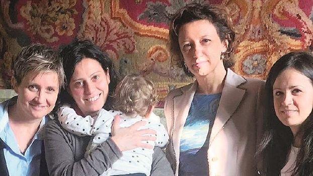 Figlia di due donne, a Imola valanga di critiche dalla politica e dalle associazioni