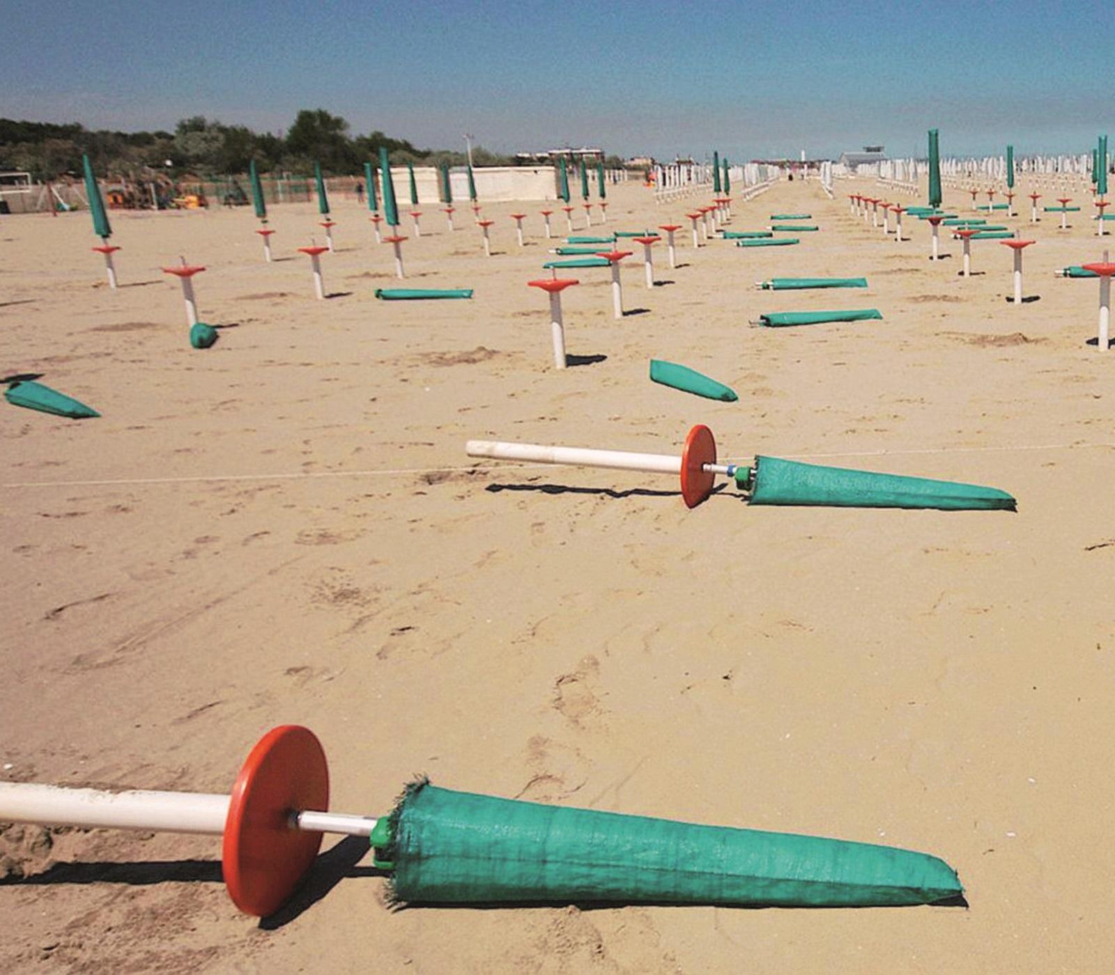 I vandali si scatenano in spiaggia