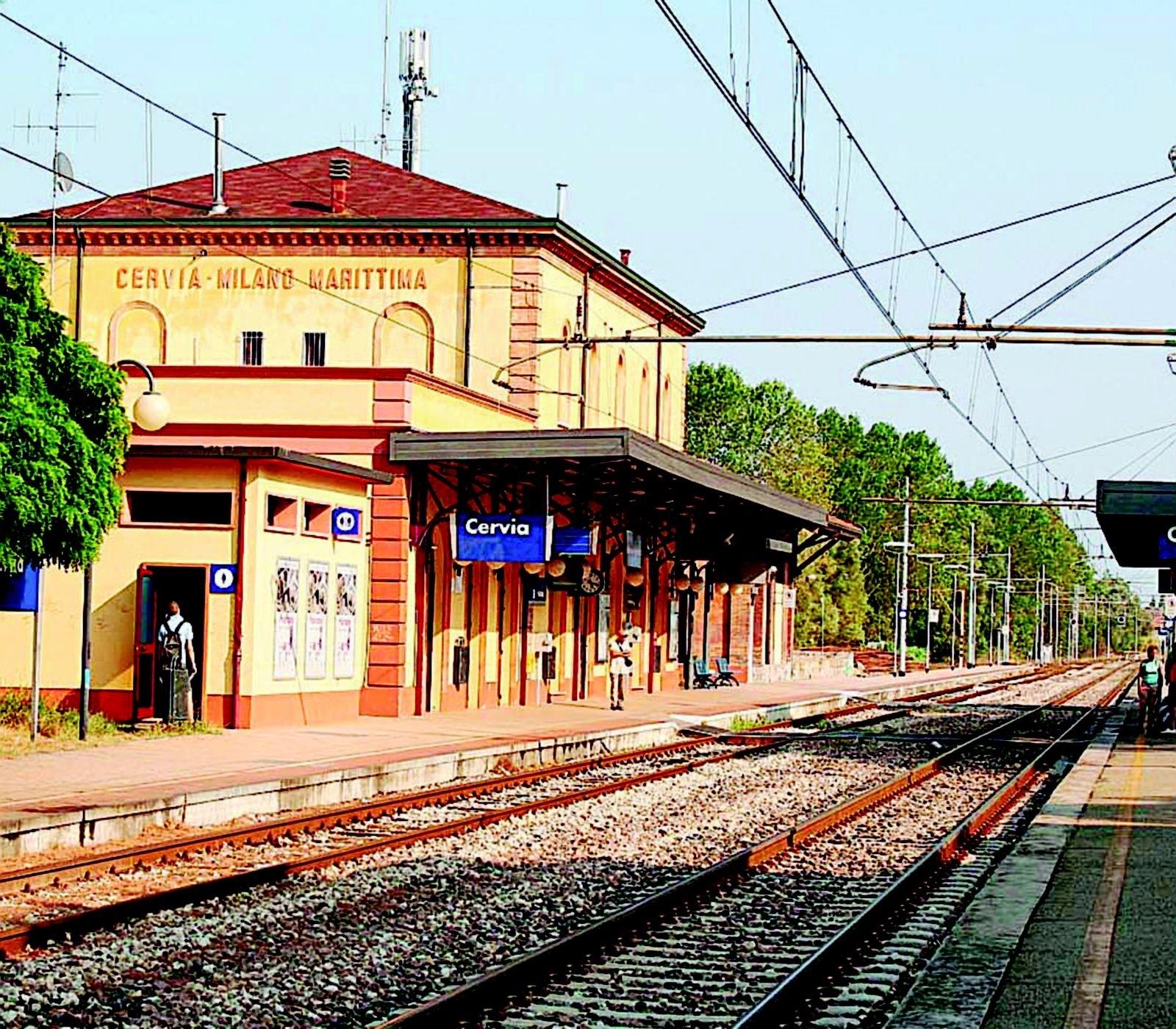 In cinque senza biglietto bloccano treno a Cervia per oltre un'ora