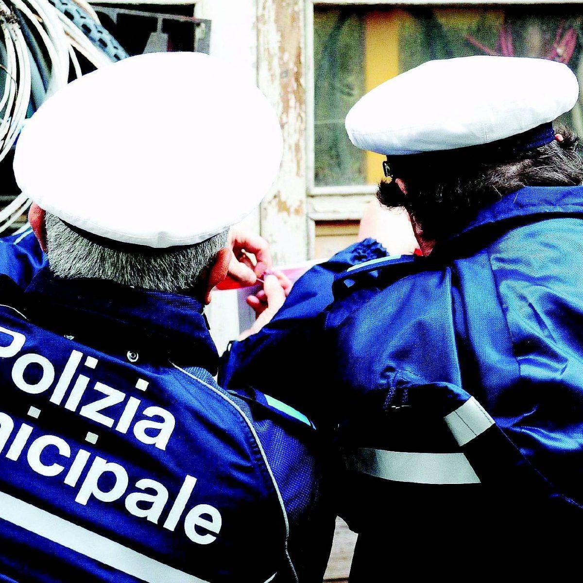 """Rimini. Prima """"diffida amministrativa"""" a commerciante irregolare"""