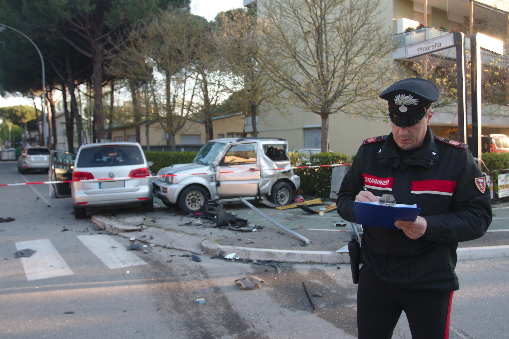 Cervia, ubriaco al volante centra un'auto di giovani: muore una 28enne