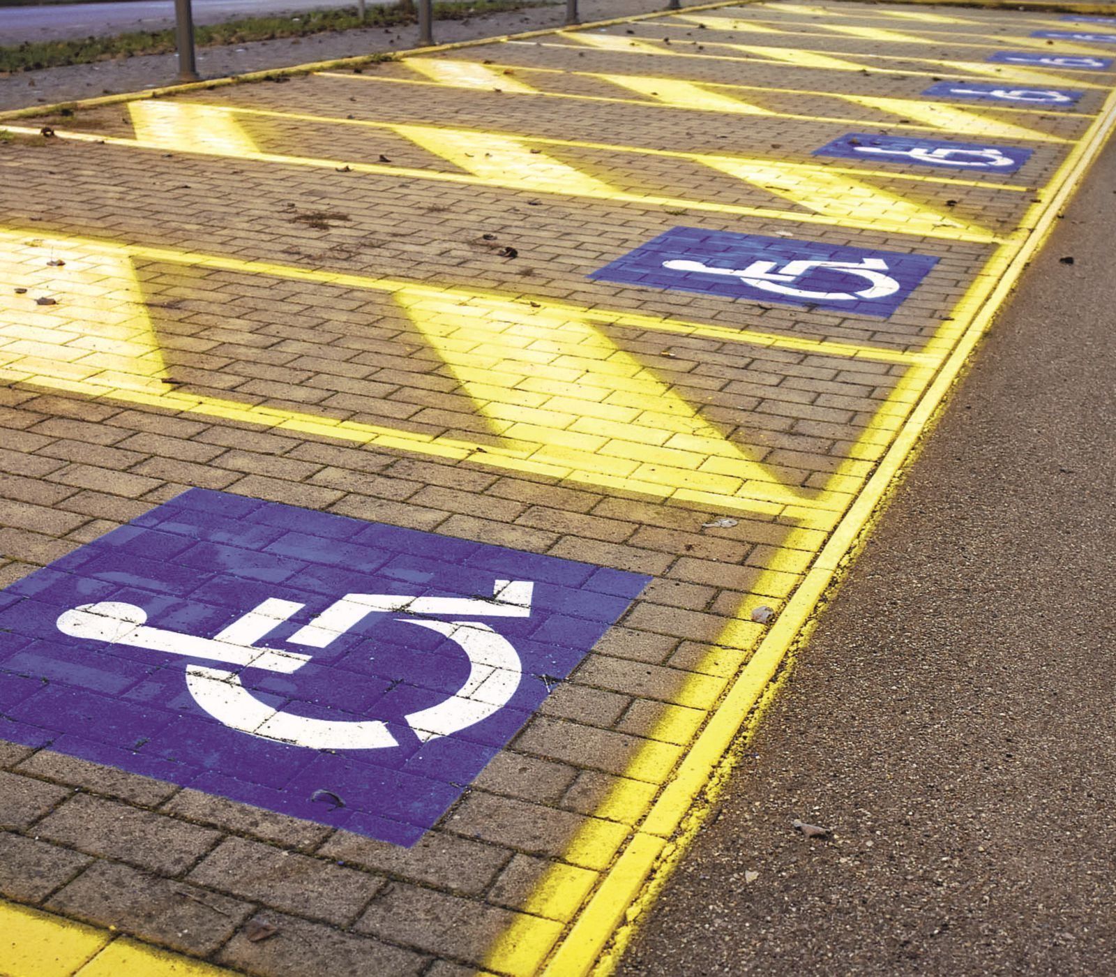 Rimini. Sempre più incivili sostano negli spazi per i disabili