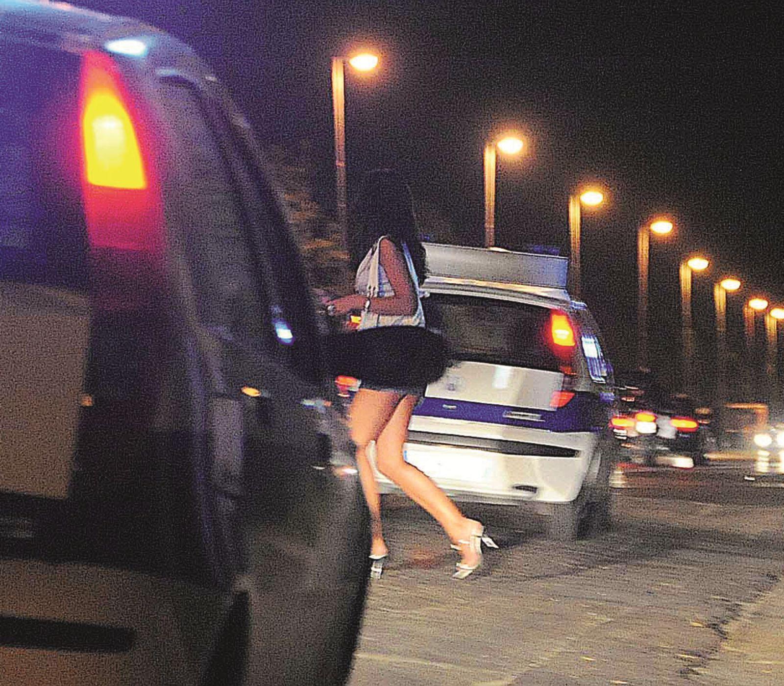A Rimini arresto e controlli fiscali ai clienti delle prostitute