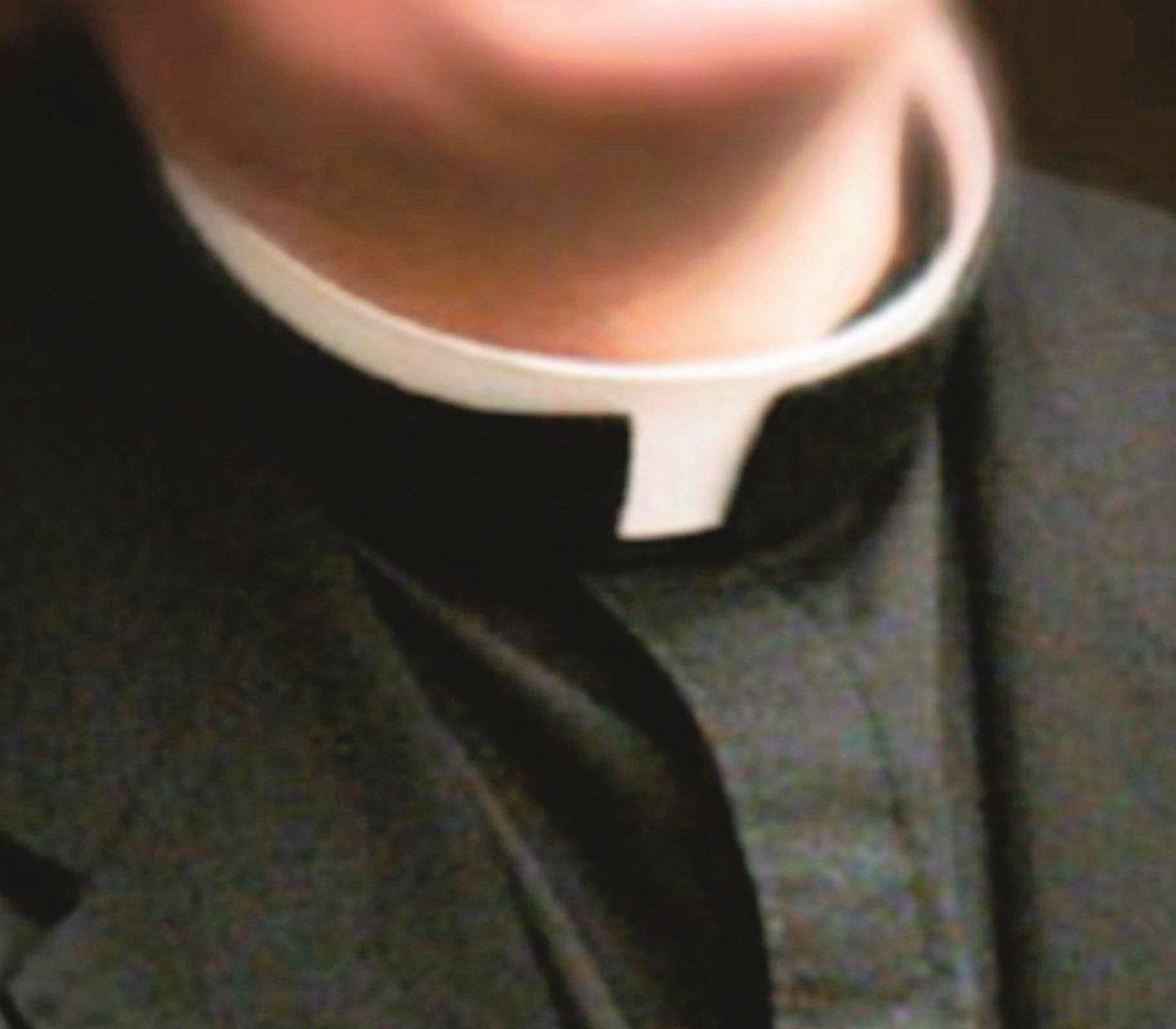 Estorsione a luci rosse al parroco. Disposta perizia sui telefoni