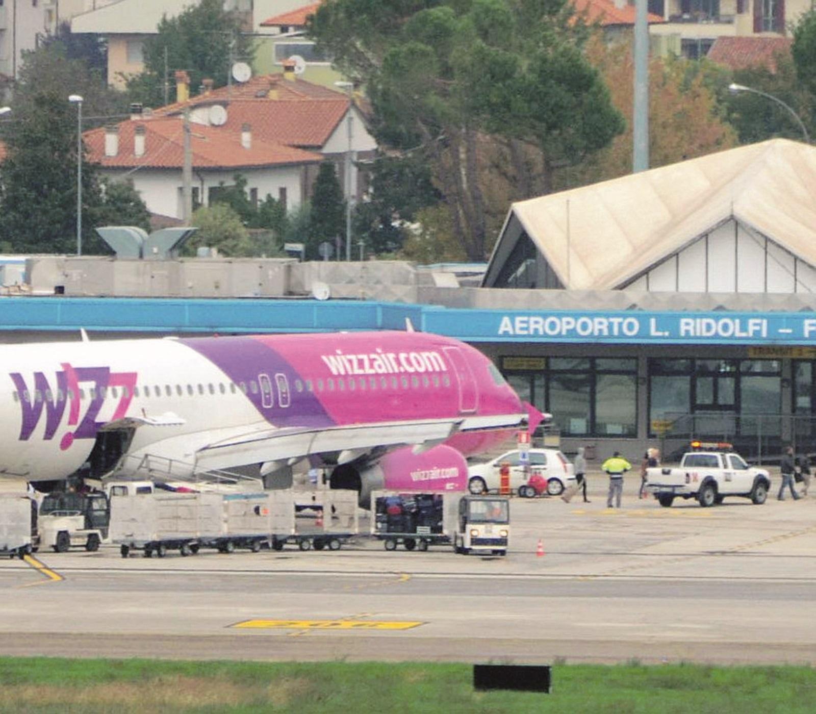 Rimini contro l'aeroporto di Forlì: spreco di risorse, è già guerra