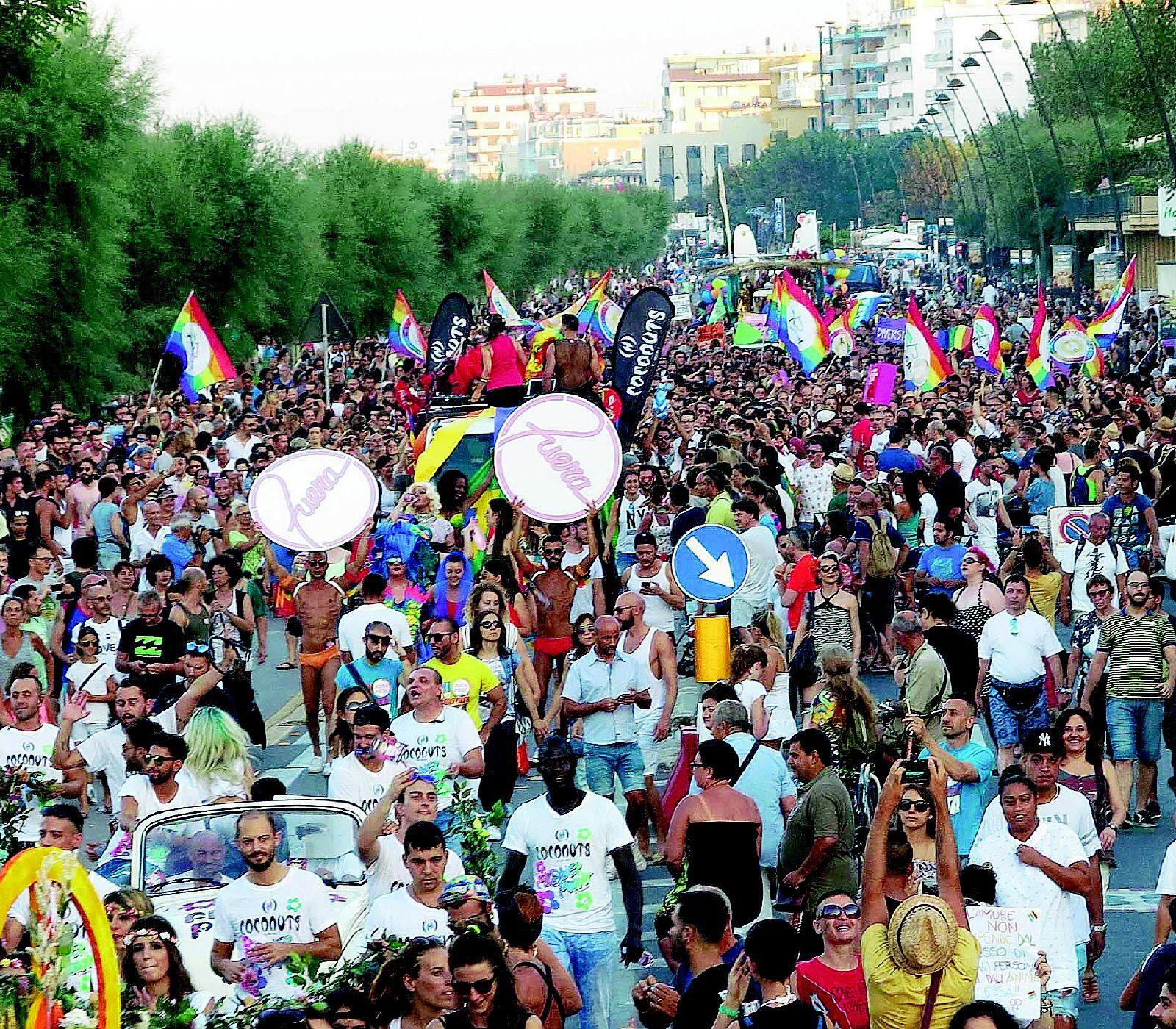 Cesena, patrocinio al gay pride: sindaco sotto attacco