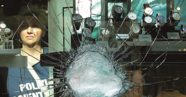 Tentata rapina in pieno centro a colpi di mazza