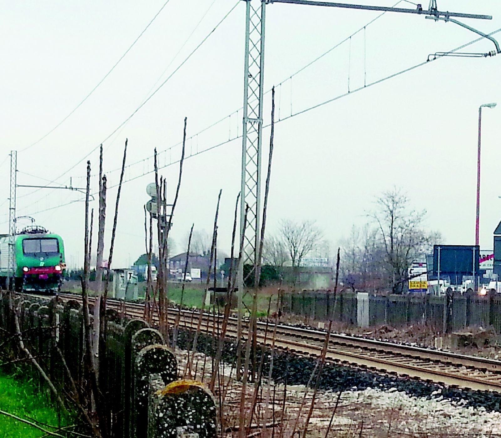 Maltempo, fulmine colpisce un locomotore: treni in ritardo