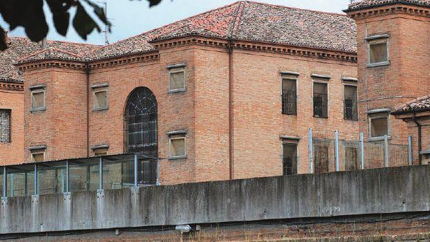 Detenuto aggredisce due agenti in carcere a Forlì