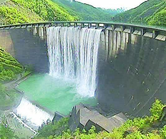 A Ridracoli la diga tracima ancora. A maggio la pioggia di quattro mesi