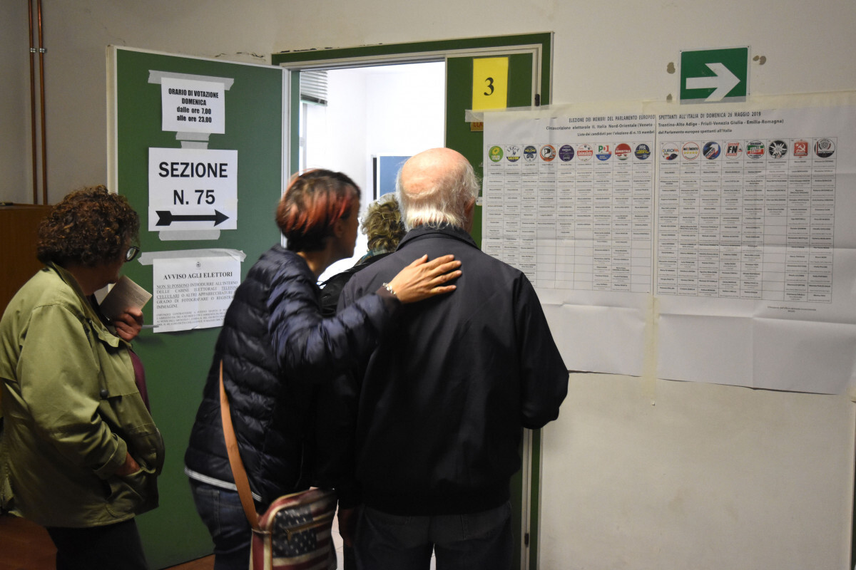 Elezioni, alle 12 affluenza in leggero calo in Romagna