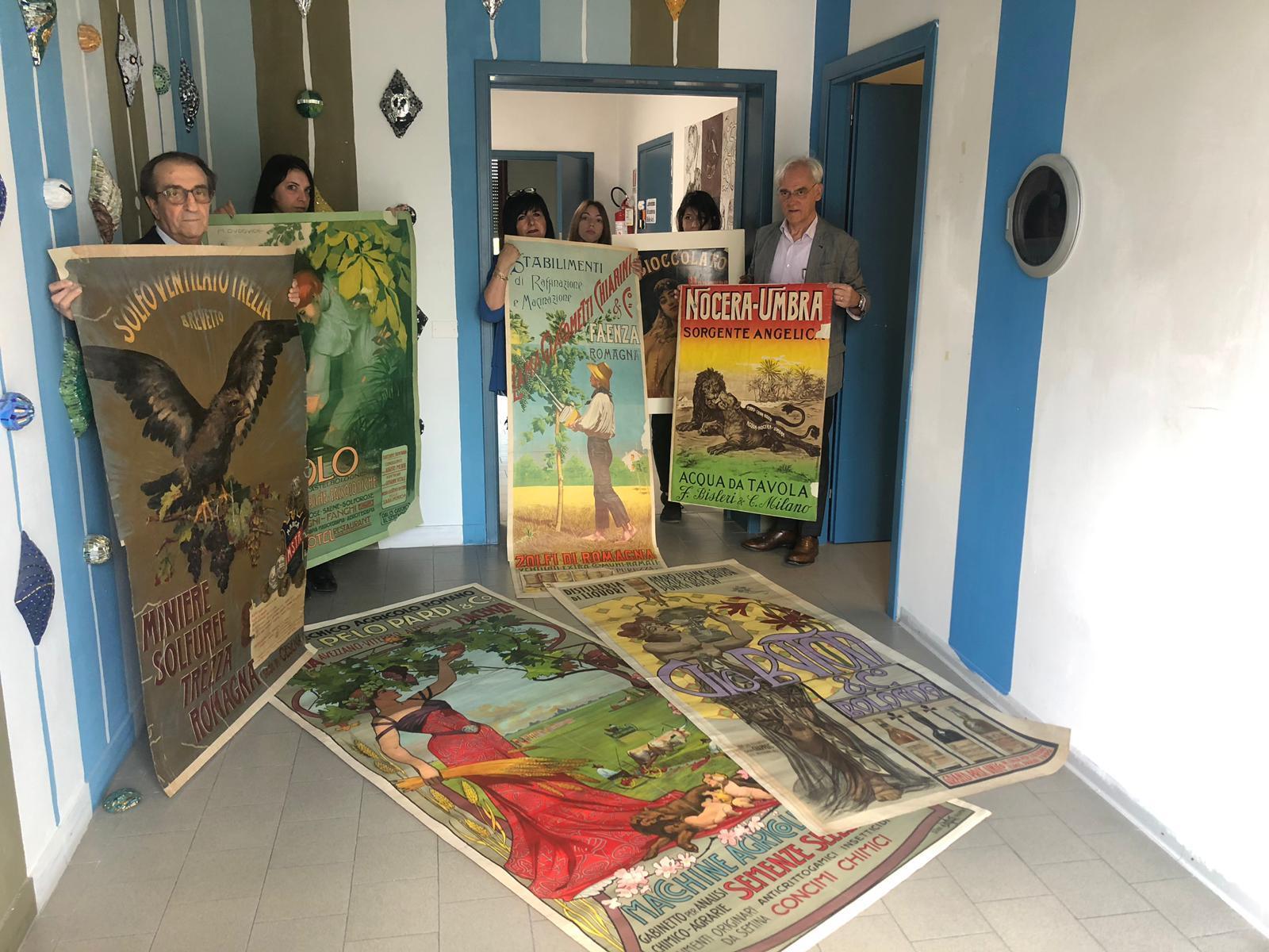 Ravenna, il Rotary restaura i manifesti dell'Accademia