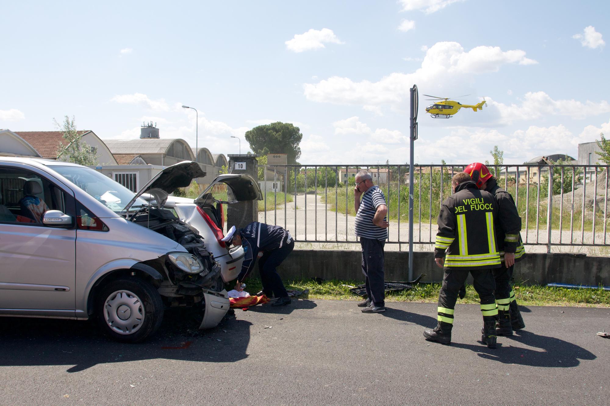 Cotignola, scontro tra un'auto e un pulmino, ferita una ragazza
