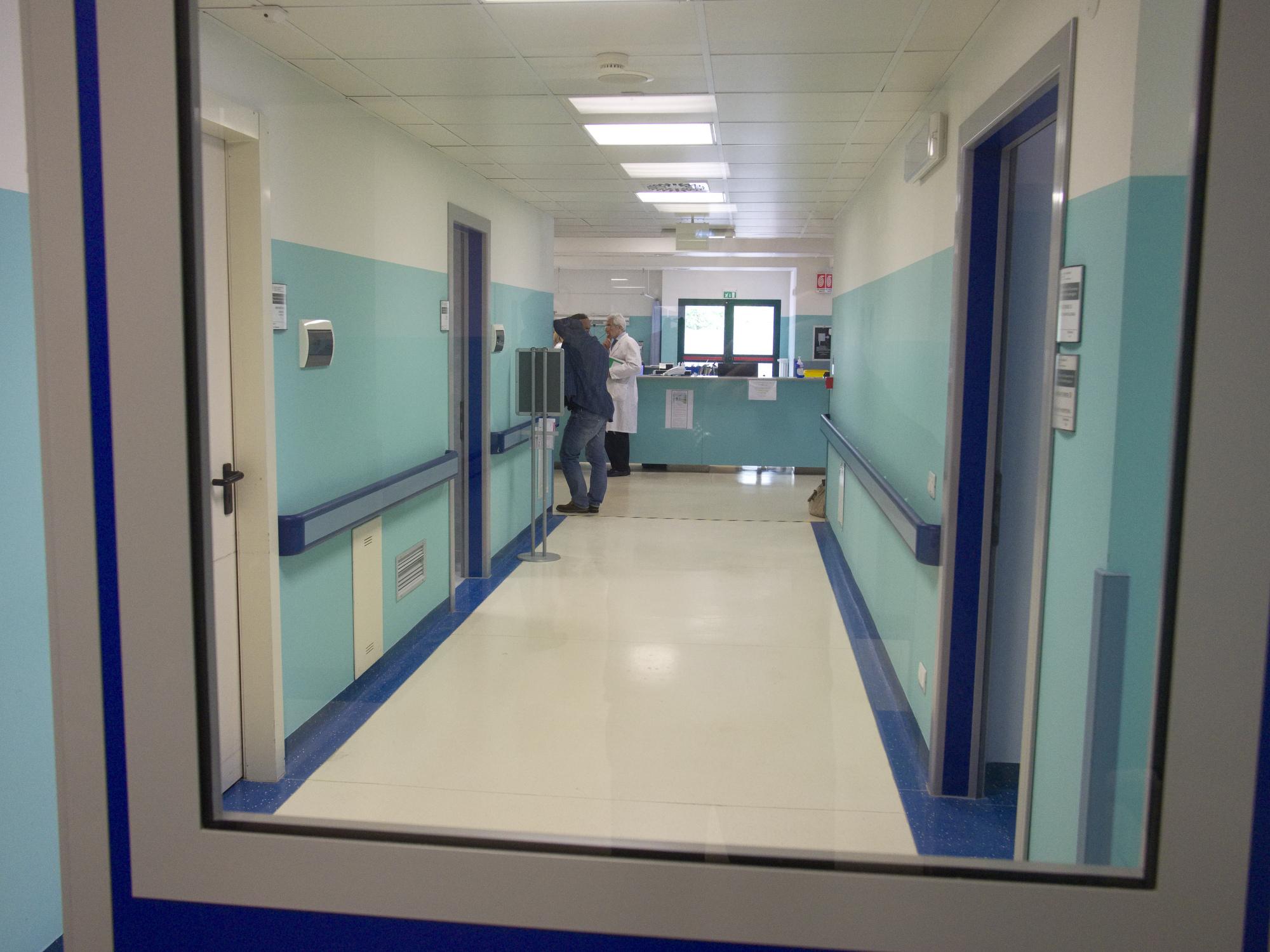Scia di furti in ospedale a Ravenna. Sospetti su un infermiere