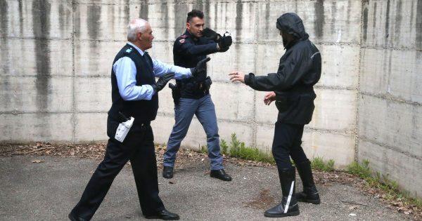 Imola, polizia locale a lezione per usare lo spray al peperoncino