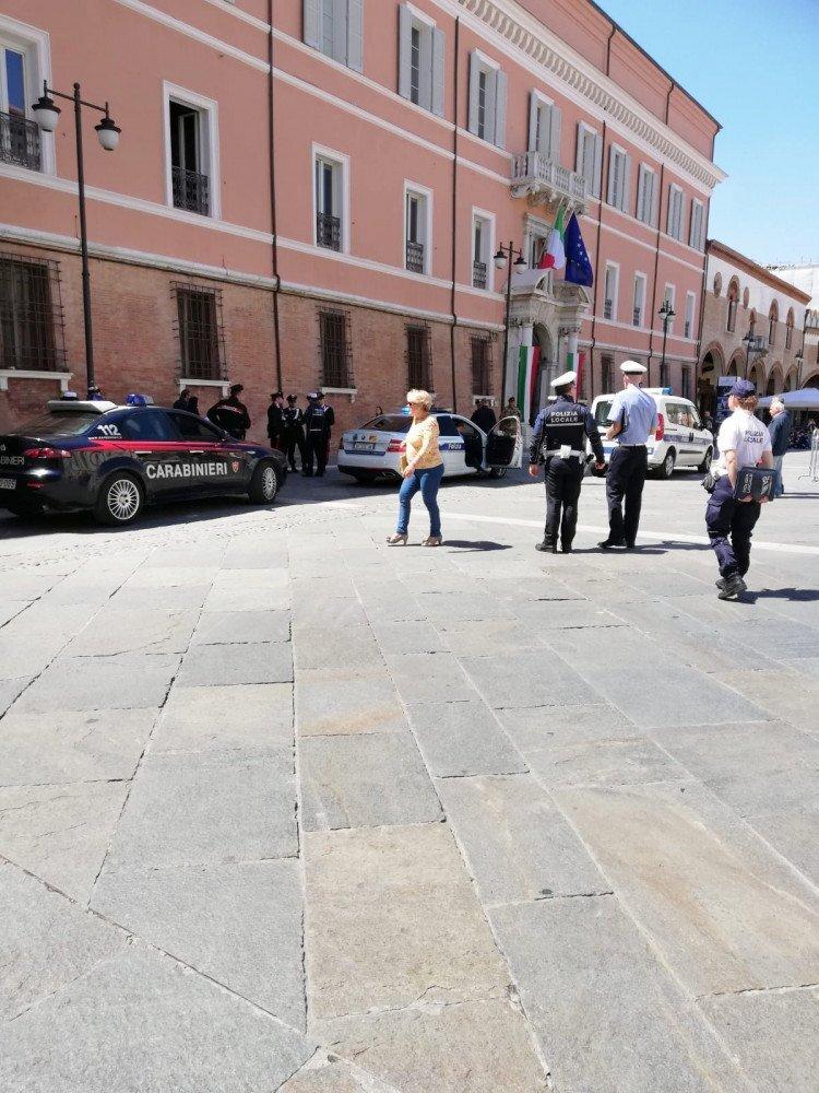 """L'ufficiale aggredito a Ravenna: """"Infieriva su di me, vivo per miracolo"""""""