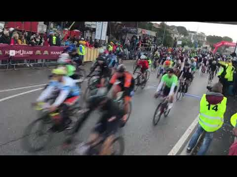 Ciclismo, la partenza della Nove Colli - VIDEO