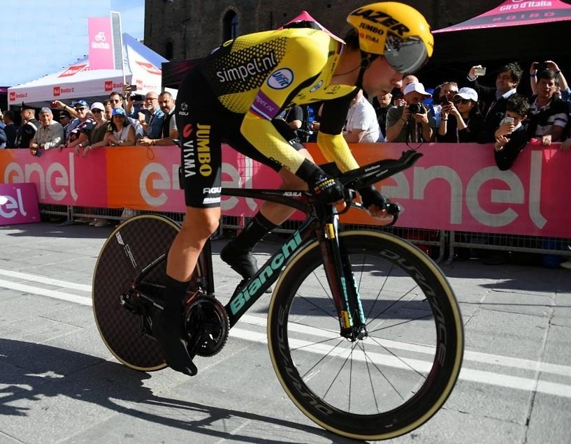 Ciclismo, Giro d'Italia: sul Titano si impone Roglic