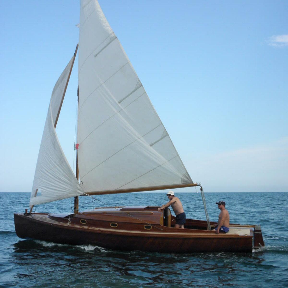 Parti Di Una Barca a rimini una barca che ricorda quella di albert einstein
