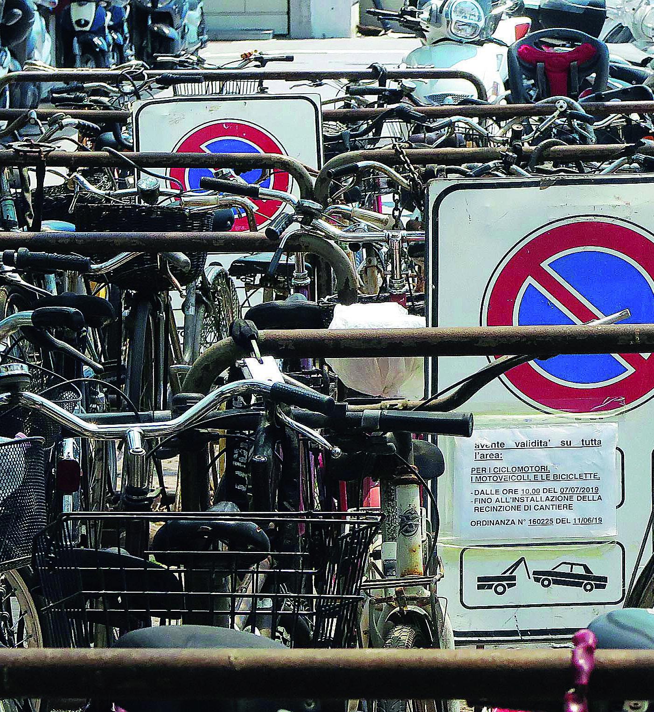 Rimini, via ai lavori in stazione. Rimozione forzata per le bici