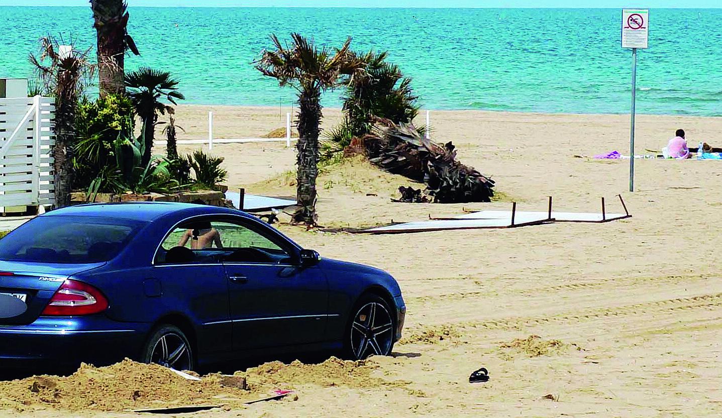 Ravenna, ubriaco in auto fa rally di notte in spiaggia a Marina Romea