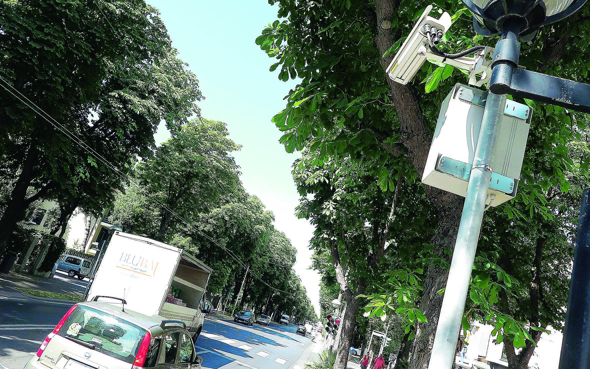 Infrazioni al semaforo in calo a Rimini, ma restano più di 10 al giorno
