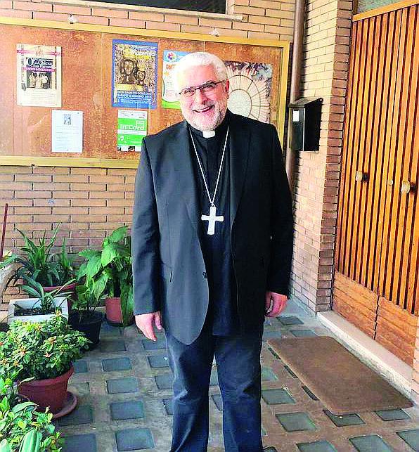 Prima l'ordinazione a vescovo di Imola. «Poi suonerò con la mia band»