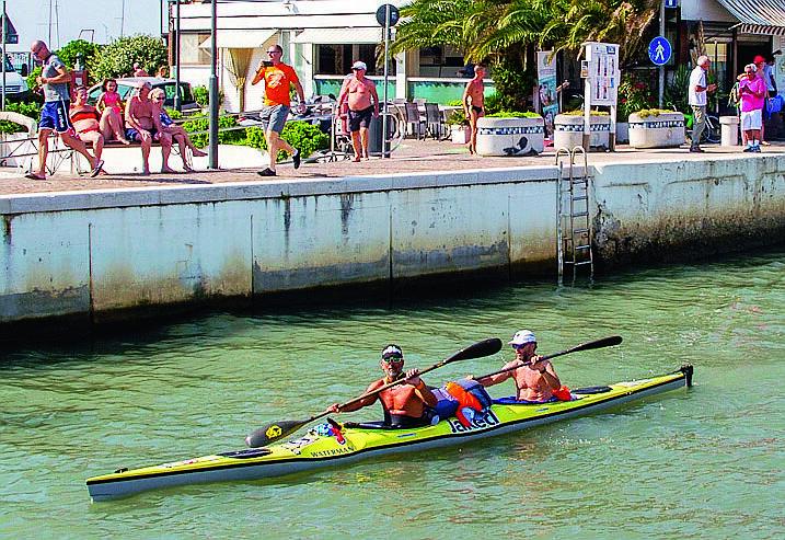 Dalla Croazia a Riccione in canoa, impresa compiuta in 19 ore