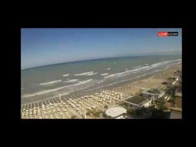 L'impatto della tromba marina sull'arenile di Milano Marittima VIDEO