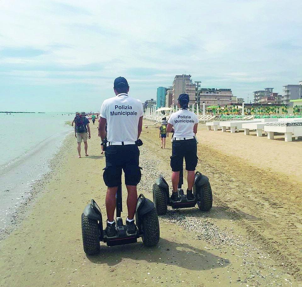 Ravenna, divieto di fumo in spiaggia: le prime multe