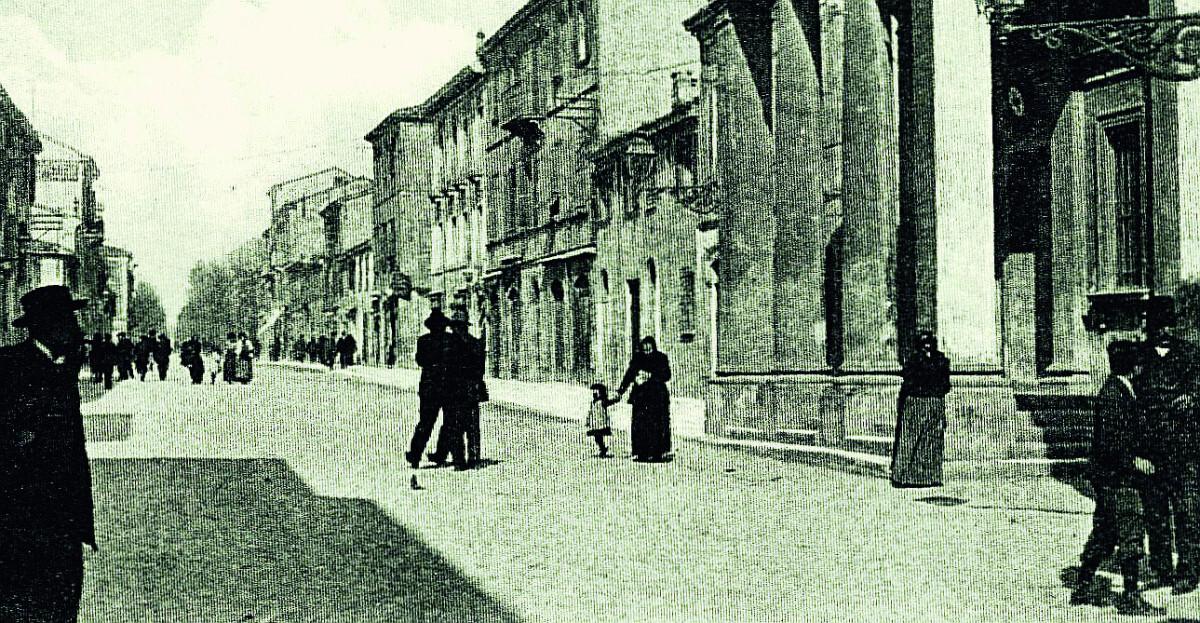 Miseria e dignità  dello strillone  di Rimini