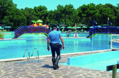 Ravenna, bimbo di 5 anni rischia di annegare in piscina