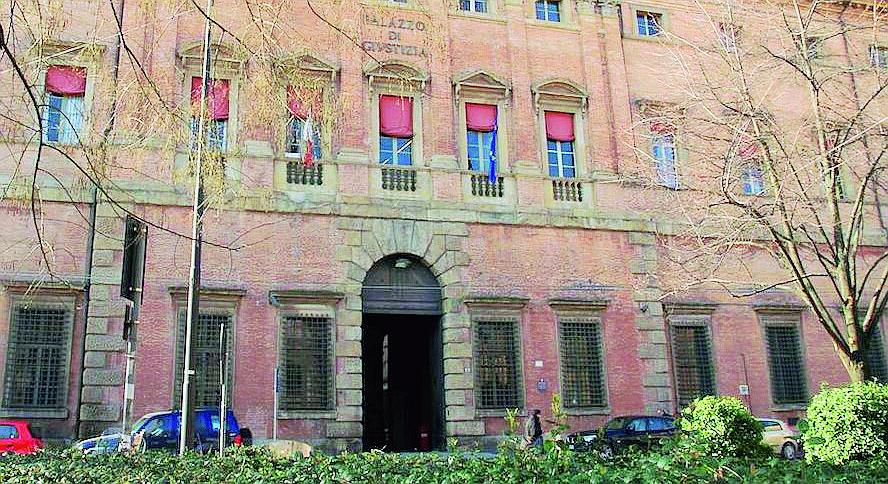 Violenza sessuale tra Rimini e il Rubicone, in carcere il bidello