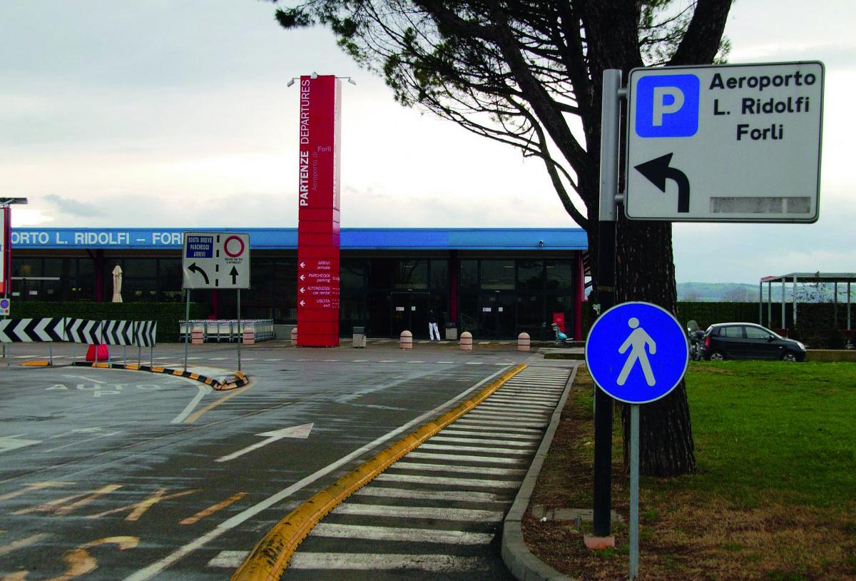 Aeroporto Forlì: no ai Vigili del fuoco, slitta la riapertura