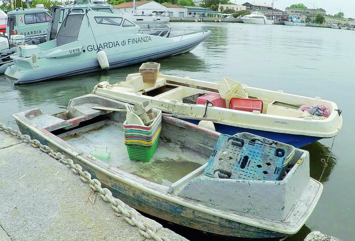 Ravenna, denunciati pescatori di frodo di vongole