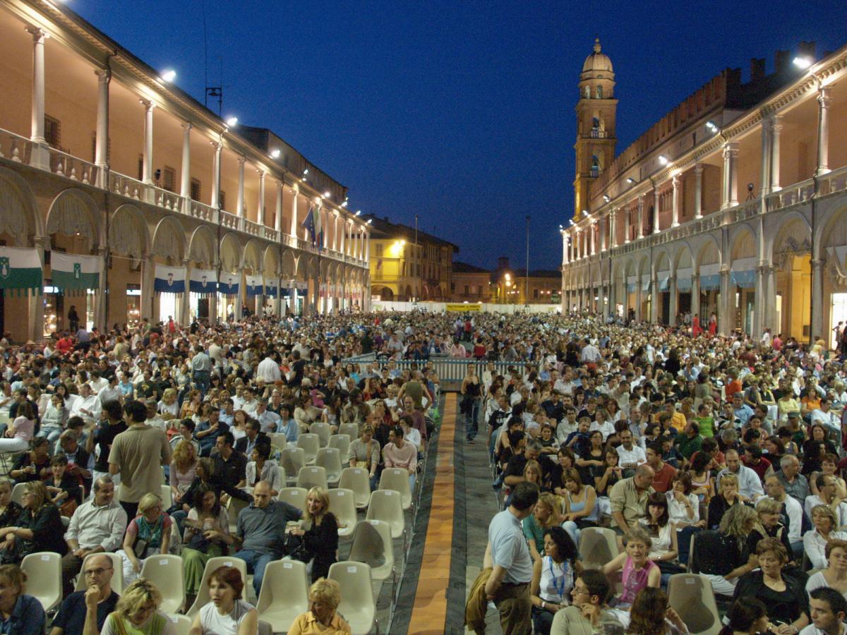 Faenza, in arrivo nuove tende per i portici di piazza del Popolo