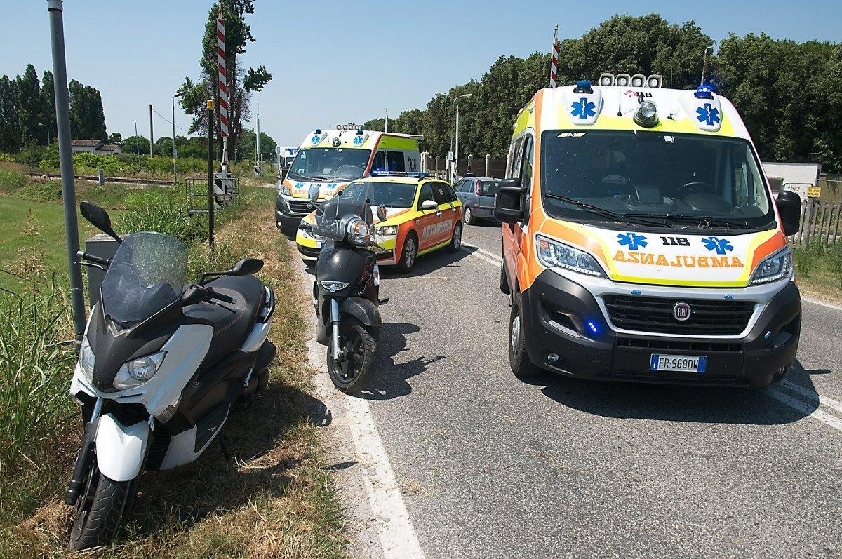 Ancora un incidente stradale a Ravenna, due feriti in scooter
