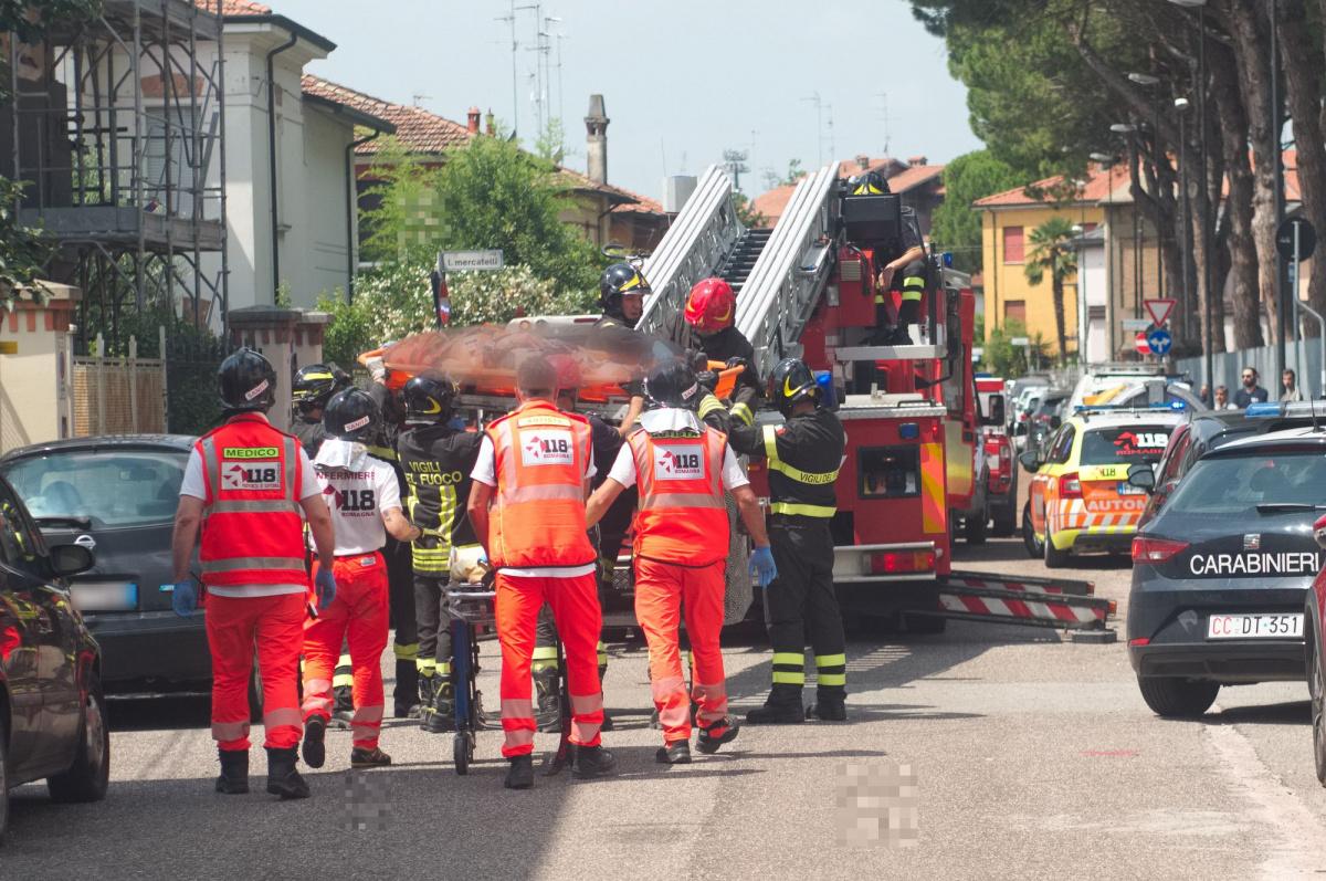 Ravenna, cade dal tetto mentre lavora: ferito un operaio