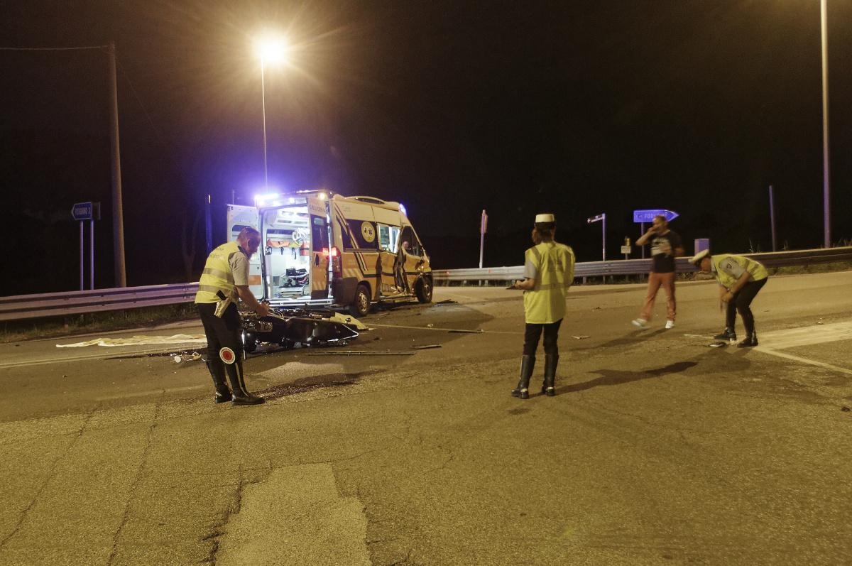 Cervia, in moto si schianta contro un'ambulanza: muore a 28 anni