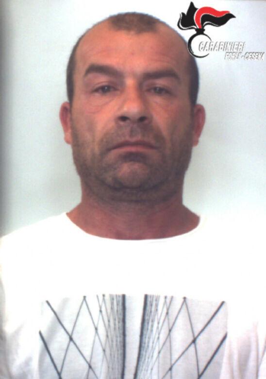 Forlì, tecnica dell'abbraccio per rubare: due arresti