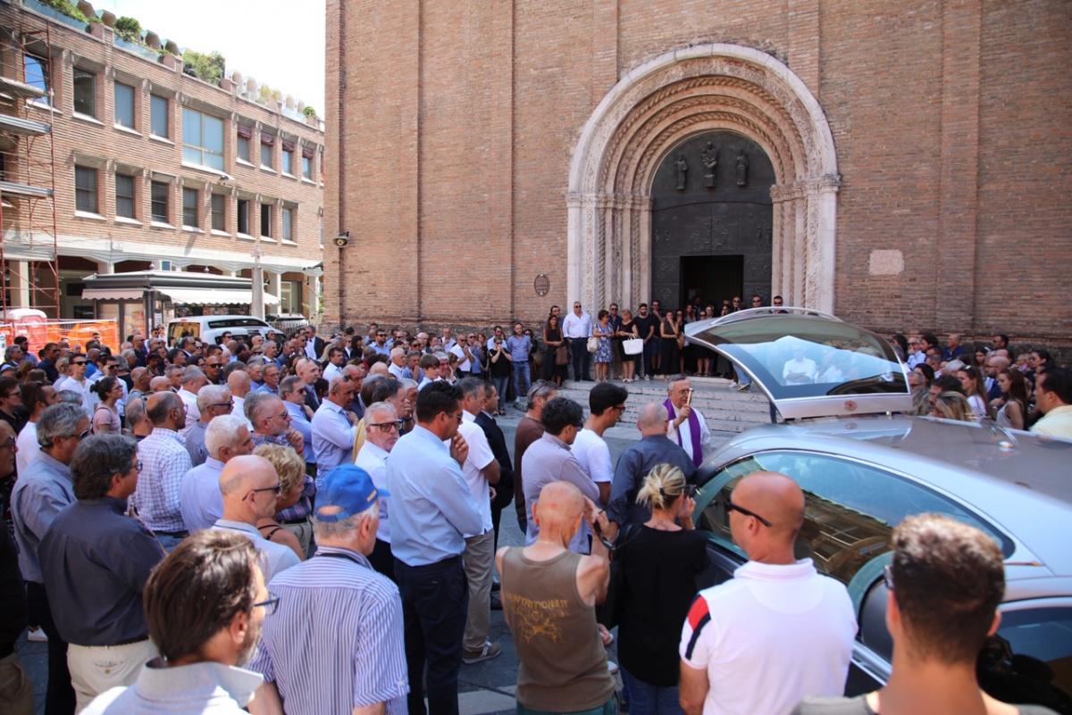 Al duomo di Cesena in tanti ai funerali dell'imprenditore Borghetti
